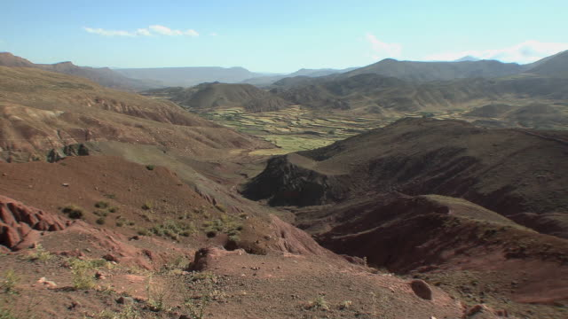 ws pan ziz valley, atlas mountains, morocco - valley stock videos & royalty-free footage