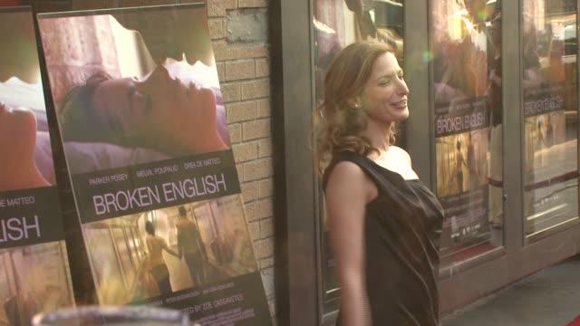 zoe cassavetes at the 'broken english' new york premiere at landmark sunshine cinema in new york, new york on june 18, 2007. - ランドマークサンシャインシアター点の映像素材/bロール