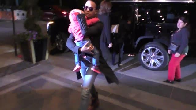 Zoe Saldana arrives to her apartment in New York in Celebrity Sightings in New York