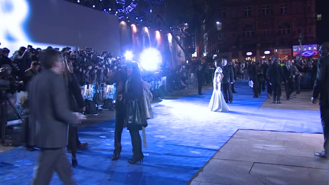 Zoe Saldana at the Avatar World Premiere at London England