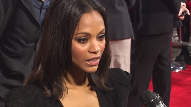 zoe saldana at the 'the losers' premiere at hollywood ca. - lipgloss stock-videos und b-roll-filmmaterial