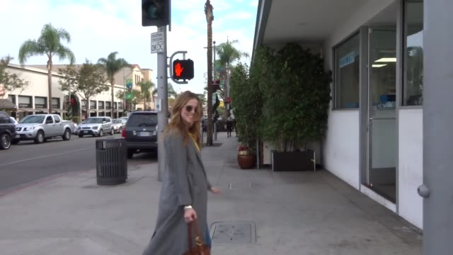 Zoey Deutch goes shopping in Beverly Hills in Celebrity Sightings in Los Angeles