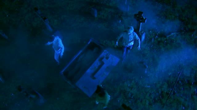 hd crane: zombies, die sich von der graves - offen allgemeine beschaffenheit stock-videos und b-roll-filmmaterial