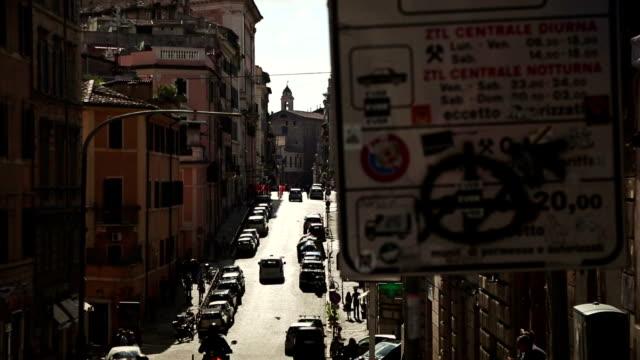 vídeos y material grabado en eventos de stock de zona traffico limitato (ztl) control de acceso en roma - forbidden
