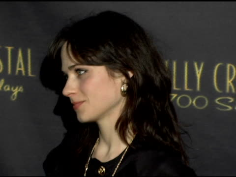 vídeos de stock, filmes e b-roll de zooey deschanel at the los angeles opening night of the tony award winning broadway show billy crystal '700 sundays' at the wilshire theatre in... - billy crystal