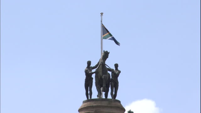 Zoom from statue and South African flag atop tower on Union Buildings, Pretoria