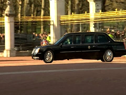 zoom in as president barack obama and first lady michelle obama arrive at buckingham palace by motorcade to attend royal reception; 2 april 2009 - first lady stock videos & royalty-free footage