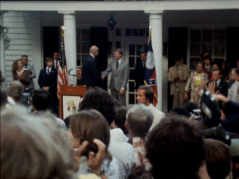 zoom in as presidential candidate jimmy carter waves at lecturn during campaign trail warm springs georgia 07 sep 76 - 1976 stock-videos und b-roll-filmmaterial