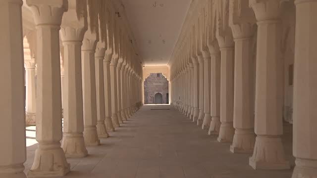 vídeos y material grabado en eventos de stock de zoom in corridor ahhichatragarh fort nagaur rajasthan india - pasillo característica de edificio