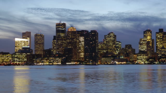 tl zoom in day to night skyline boston, usa - チャールズ川点の映像素材/bロール