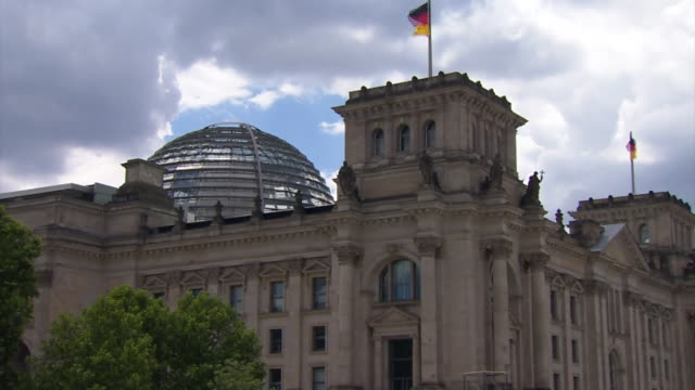 Zoom in on a time lapse of the Reichstag dome in Berlin