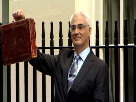 Zoom in on Chancellor Alistair Darling holding budget box outside 11 Downing street ahead of Commons speech 22 April 2009