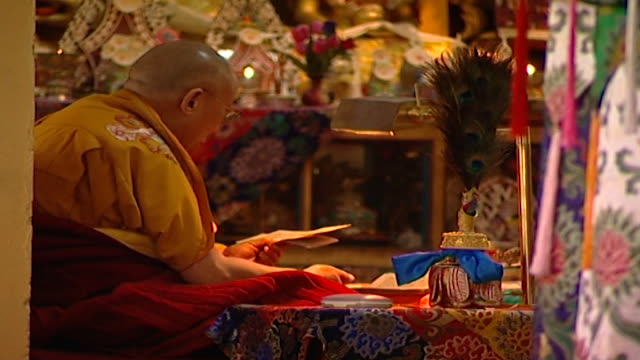 zoom in on hh the dalai lama meditating on a prayer manuscript in the tsuglagkhang temple the 14th dalai lama lives in exile in mcleod ganj dharamsala - meditating stock videos & royalty-free footage