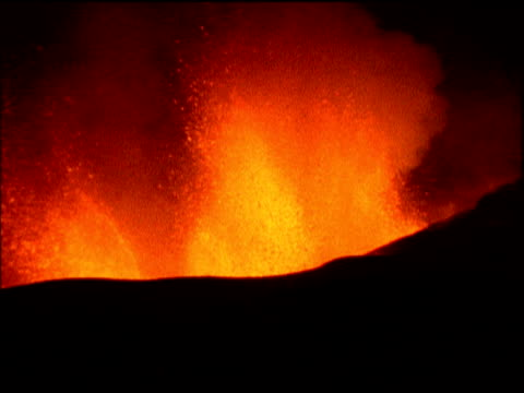 zoom in on lava spewing from volcano - vulkanausbruch stock-videos und b-roll-filmmaterial
