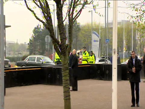 zoom in on prime minister gordon brown arriving at govan shipyard by car and is heckled by rowdy crowd ahead of cabinet meeting; 16 april 2009 - cabinet member stock videos & royalty-free footage