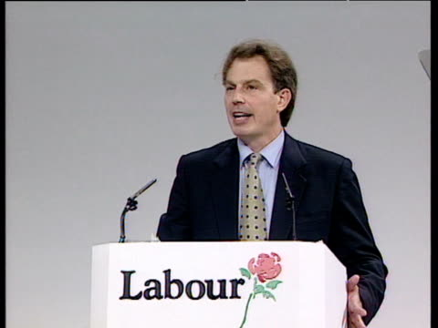 stockvideo's en b-roll-footage met zoom in on tony blair as he announces ambitions for free internet provision at labour party conference brighton oct 95 - labor partij