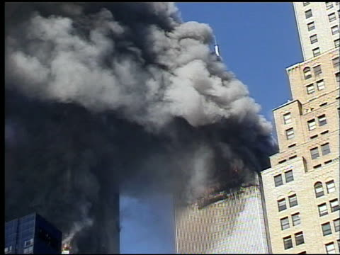 stockvideo's en b-roll-footage met zoom in on wtc towers burning / filmed from broadway near city hall park / zoom out to include surrounding buildings / burning wtc towers and plume... - aanslagen op 11 september 2001