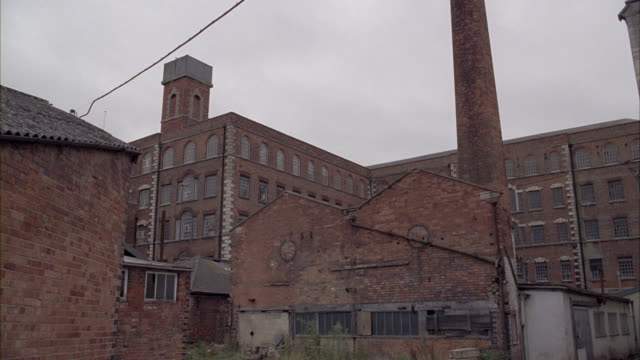 A zoom in shot of a warehouse.
