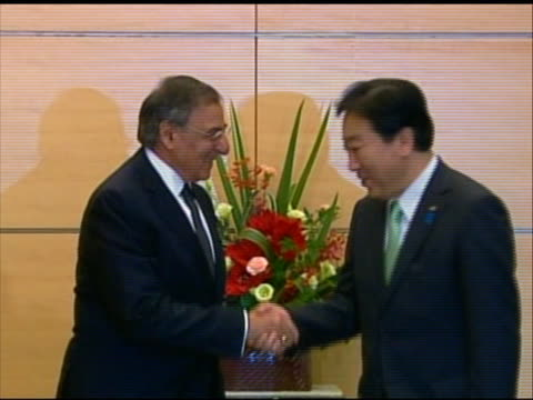 zoom in shot of leon panetta rising to greet japanese prime minister yoshihiko noda. this meeting took place in tokyo during panettaõs first visit to... - united states and (politics or government)点の映像素材/bロール