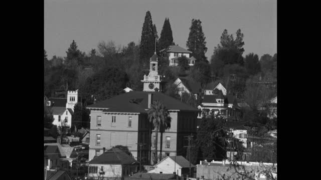 zoom in shot of town hall surrounded by houses with mountain in background, sonora, california, usa - local politics stock videos & royalty-free footage