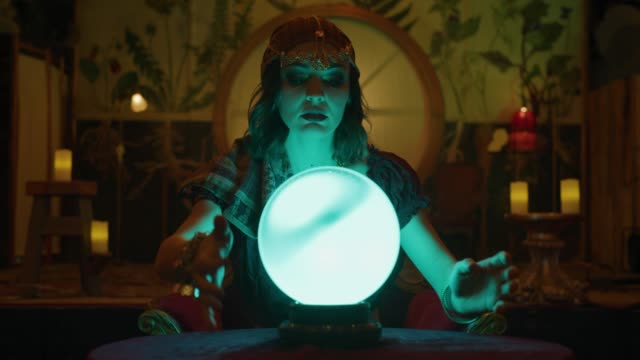 vidéos et rushes de zoom in to fortune teller with crystal ball shaking head in nightclub / provo, utah, united states - sphère
