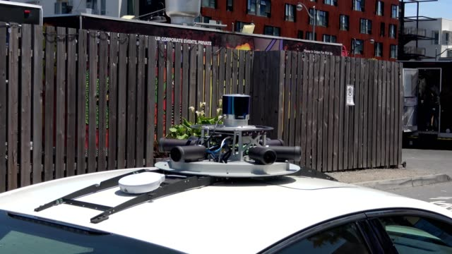 zoom in to lidar and other sensors mounted atop experimental selfdriving car in the mission bay neighborhood of san francisco california june 10 2019 - driverless car stock videos & royalty-free footage