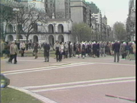 zoom in to line of mothers of the disappeared entering plaza de mayo - argentina stock videos & royalty-free footage