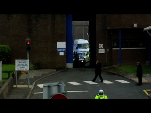 zoom in to lockerbie bomber abdelbaset ali almegrahi being released from greenock prison glasgow 20 august 2009 - prison release stock videos & royalty-free footage