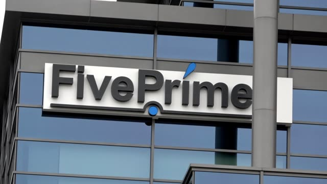 zoom in to logo on office of pharmaceutical company five prime, south san francisco, california, april 11, 2020. - zoom out点の映像素材/bロール