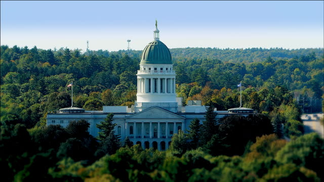 zoom in to maine state house, augusta, maine - augusta maine stock videos & royalty-free footage