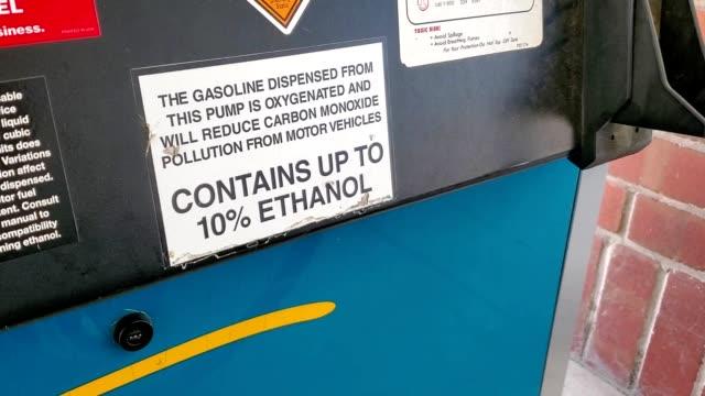 vídeos y material grabado en eventos de stock de zoom in to notice on fuel pump stating that fuel may contain up to 10% ethanol, san ramon, california, september 17, 2019. - señal de información