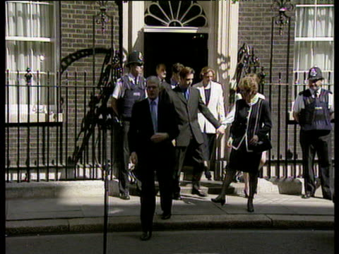 vídeos y material grabado en eventos de stock de zoom in to outgoing prime minister john major with wife norma leaving 10 downing street for last time after defeat in 1997 general election 02 may 97 - primer ministro británico