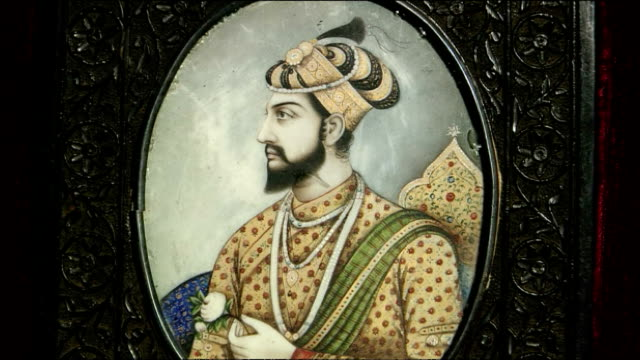 zoom in to portrait of fifth emperor of mughal empire inside taj mahal, agra - mughal empire stock videos and b-roll footage