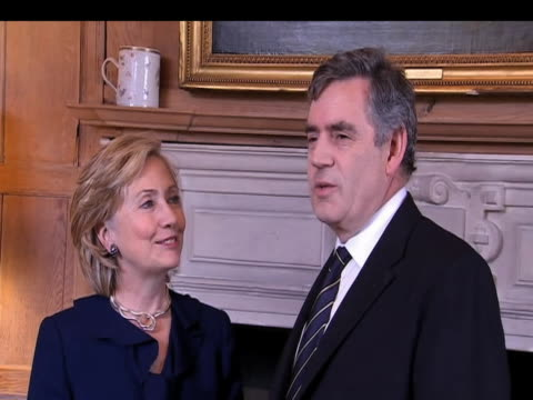 Zoom in to Prime Minister Gordon Brown praising US Secretary of State Hillary Clinton during her first official visit to UK since taking up office...