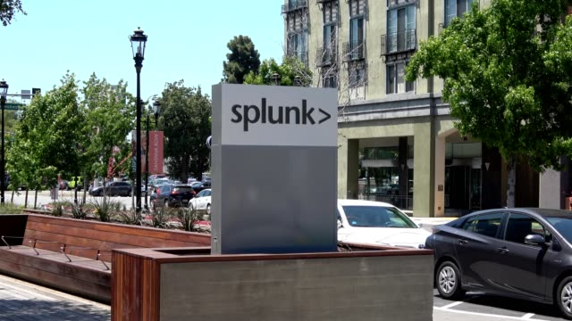 zoom in to sign at headquarters of software company splunk on santana row, a luxury outdoor shopping mall in the silicon valley, san jose,... - zoom in点の映像素材/bロール