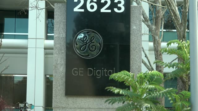 vídeos de stock e filmes b-roll de zoom in to sign for general electric division ge digital at the division's headquarters in san ramon, california, march 12, 2019. - general electric
