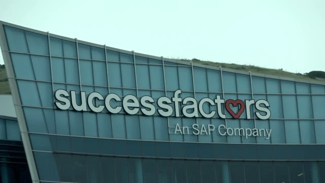 zoom in to sign for sap successfactors company in south san francisco, california, april 11, 2020. - zoom out点の映像素材/bロール