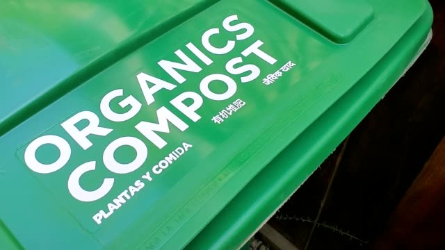 zoom in to text reading organics and compost in several languages on green curbside compost garbage bin in san ramon california september 12 2019 - rinnsteinkante stock-videos und b-roll-filmmaterial