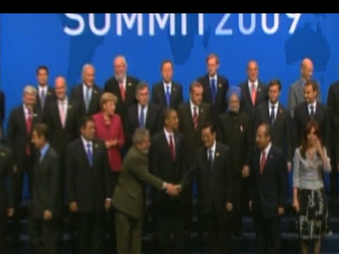 zoom in to world leaders gathering in front of press following g20 summit talks pittsburgh 26 september 2009 - g20 leaders' summit stock videos & royalty-free footage