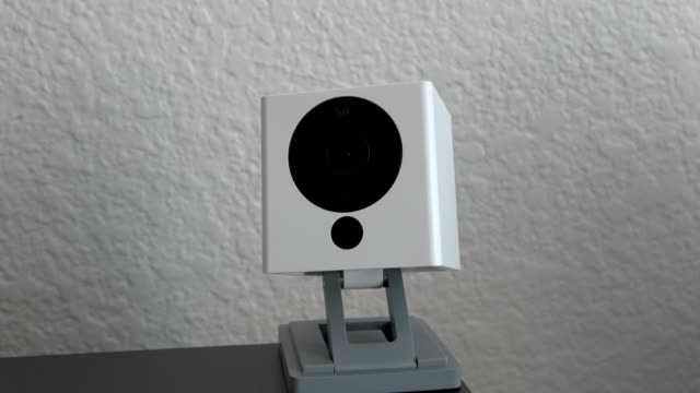 vídeos de stock, filmes e b-roll de zoom in to wyze smart home web connected home security surveillance camera in smart home in san ramon, california, september 10, 2019. - smart