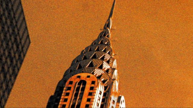 stockvideo's en b-roll-footage met grainy cross process zoom in top of chrysler building in new york city - cross processen