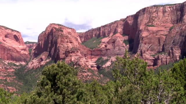 zoom in hanging valley inmitten buttes und mesas von Kolob Canyon, Utah