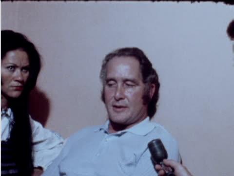 zoom into ronnie biggs commenting on avoiding prison june 1974 - gefängnisausbruch stock-videos und b-roll-filmmaterial