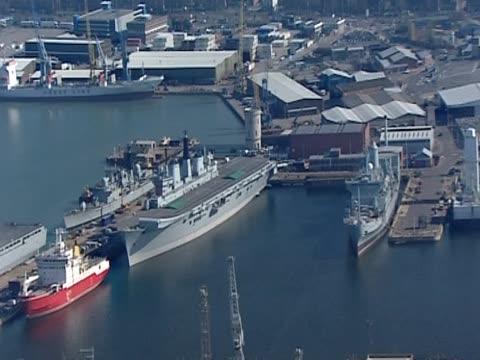 zoom into royal navy ships in dockyard - 英国海兵隊点の映像素材/bロール