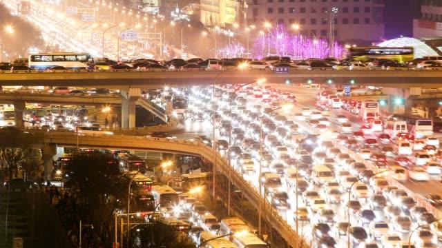 vidéos et rushes de t/l zoom of traffic of beijing central business district - pékin