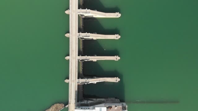 zoom out aerial view of a hydroelectric dam - cable stock videos & royalty-free footage