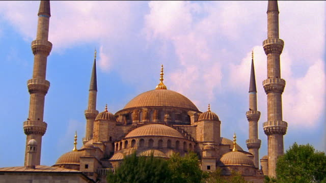 zoom out domes and minarets of hagia sofia mosque/church / istanbul, turkey - hagia sophia istanbul stock videos & royalty-free footage