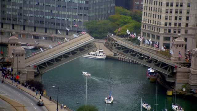 zoom out drawbridge opening / sailboats passing through / chicago river - drawbridge stock videos and b-roll footage