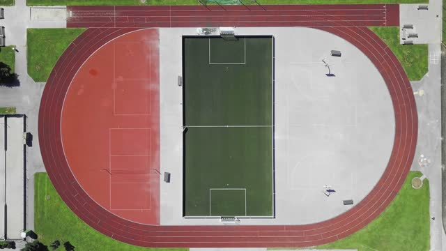 zoom out drone view of sports stadium - football pitch stock videos & royalty-free footage