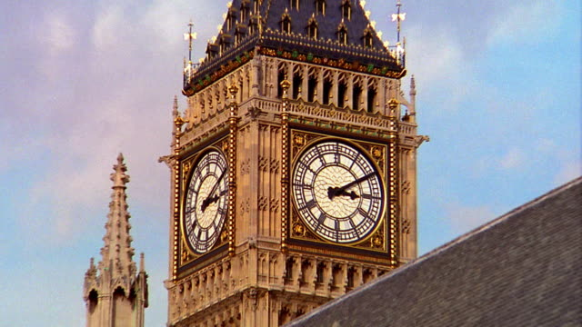 Zoom out from close up of Big Ben to medium shot of Parliament building / London